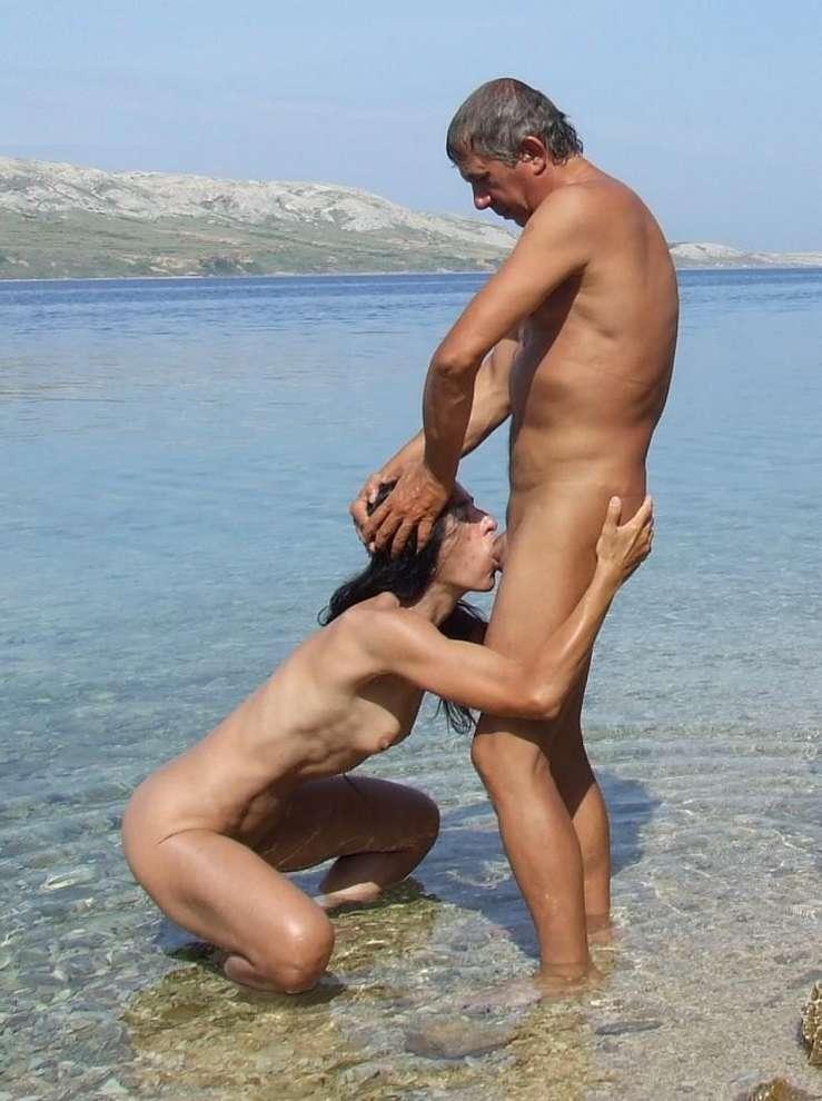 Sa faire sucer sur la plage... - 4plaisir.com